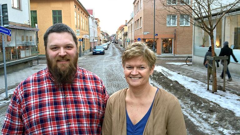 Bilden visar Stefan Bergfeldt och Ingrid Bergström, ledare för föreningen Ett Falun för Alla.