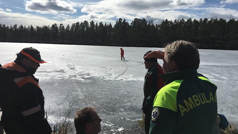 Brandkåren larmad till Venjan efter att två fiskare gått genom isen