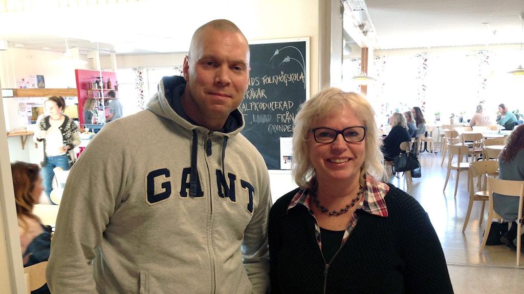 Björn Arvidsson, låssmed, och Anne Palm, kursledare vid Leksands folkhögskola.
