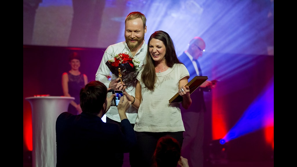 Erik Jerdén och Matilda Eriksson Rehnberg från P4 Dalarna vann en guldspade vid årets Gräv-seminarium.