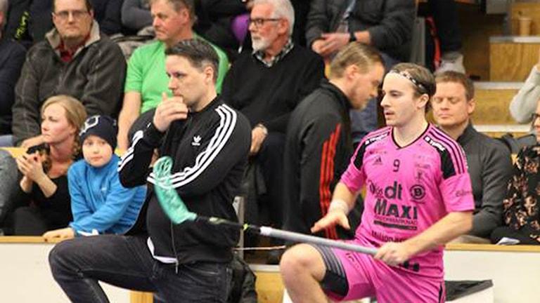 Faluns tränare Thomas Brottman (till vänster) blir kvar i föreningen.