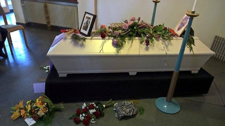 Maries begravning.
