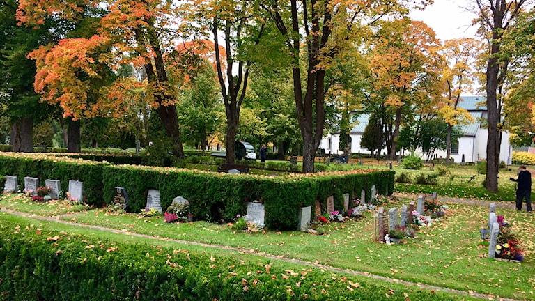 Vy över kyrkogården utanför Norrbärke kyrka i Smedjebacken.