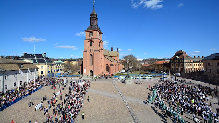 Demonstranter på Stora torget i Falun