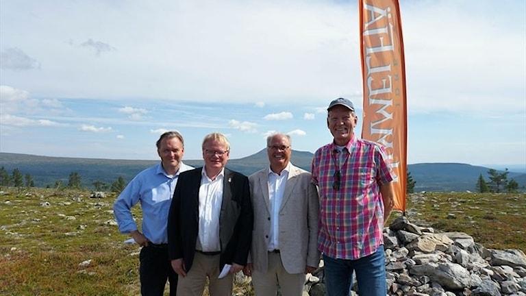 I dag, den 31 juli 2018, sågas den första plankan till Idre Himmelfjälls 1,7-miljardersbygge av Torbjörn Wallin, vd, Peter Hultqvist, försvarsminister, Peter Egardt, kommunalråd i Älvdalen och Staffan Derning, grundare Idre Himmelfjäll.