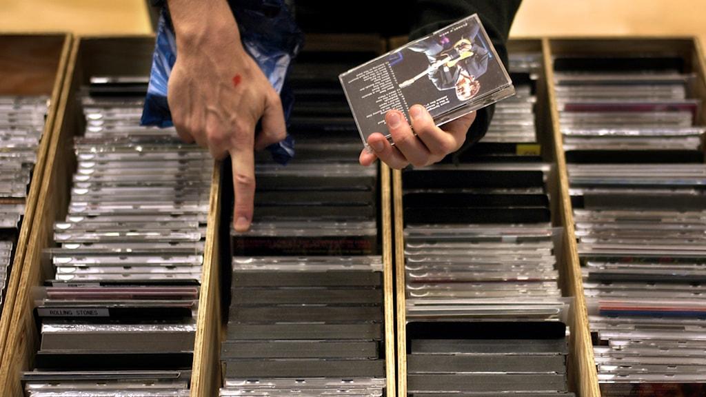 Lådor med cd-skivor.