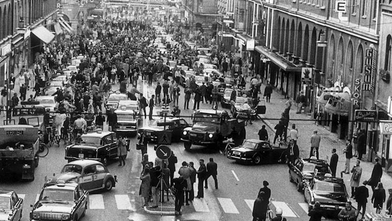 En bild från Stockholm under trafikomläggningen 1967