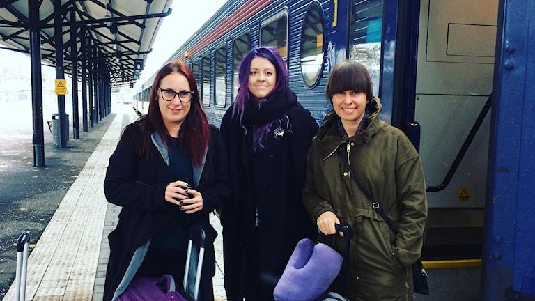 Socialdemokraterna Anna Wahlbäck, Sofie Eriksson och Lisa Lundberg på väg mot USA.