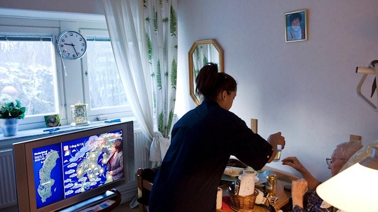 Sex timmars arbetsdag kan komma att testas inom hemtjänsten i Hedemora - men kritiken är hård mot försöket.