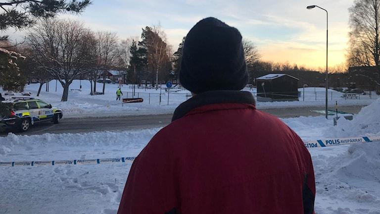 En boende i Kvarnsveden vid platsen för skottlossningen under fredagskvällen.