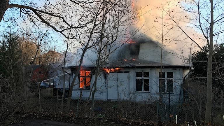 En villa i brand på Östra Storgatan i Ludvika.