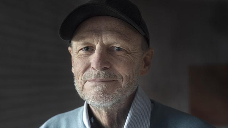 Kenneth Gärdestad i svart keps