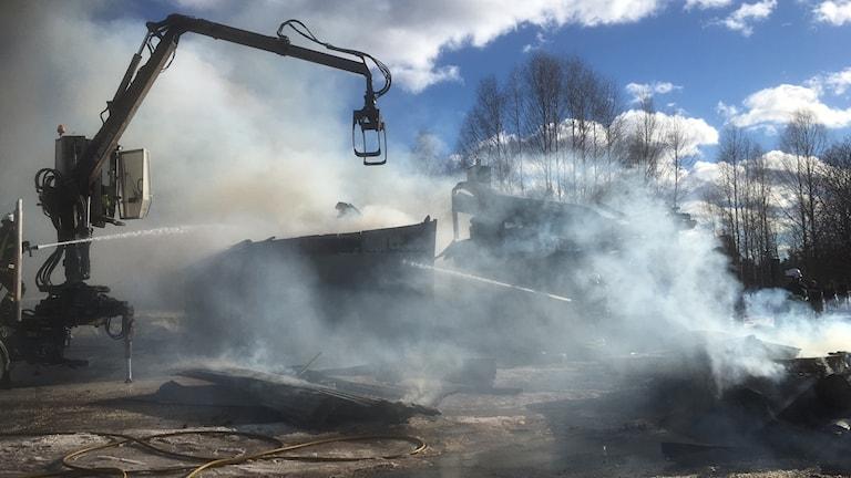 Rök vid en garagebrand i Östnor i Mora.