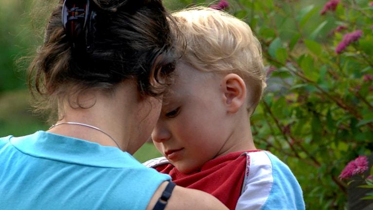 En mamma och ett barn