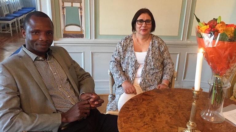 Penikandjomon Kone och Nagla Negm El Din Hussein som idag, ur landshövding Ylva Thörns hand, fick ta emot ALMI:ss pris Årers Nybyggare Pionjär respektive Årets Nybyggare Nystart vid en högtidlig ceremoni i landshövdingeresidenset i Falun.