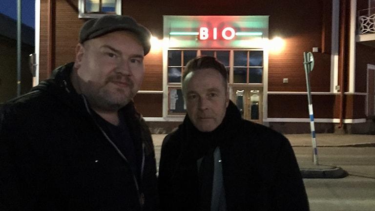 Peter Larsson och Matz Eklund på filmpremiär.