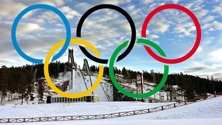 Hoppbackarna på Lugnet, vinterbild. De olympiska ringarna inklistrade i bilden.