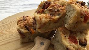 Focaccia med korv och ost