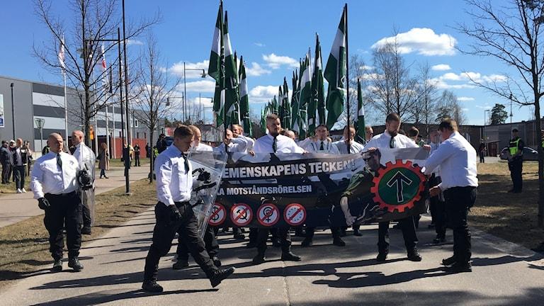 Nordiska motståndsrörelsen ställer upp sig