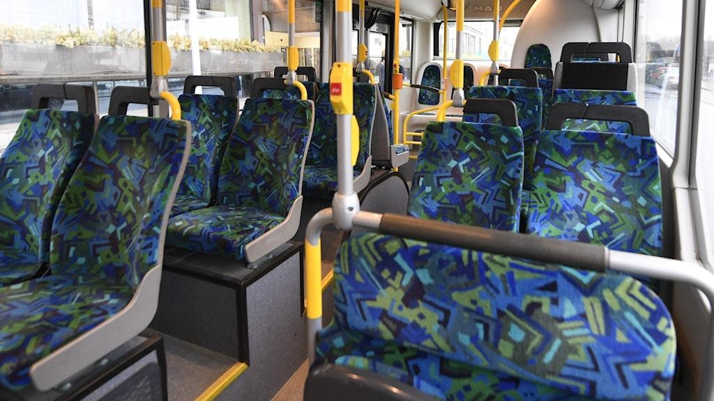 En tom buss.