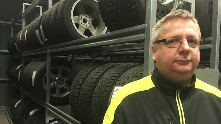 Kenneth Sundström som jobbar på en däckfirma i Avesta