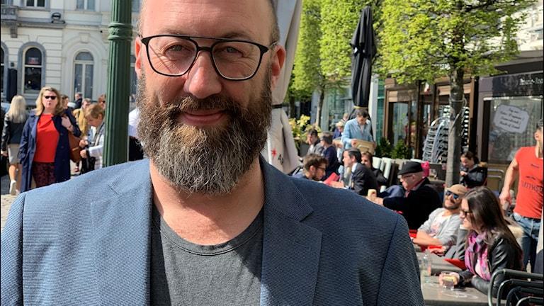 Jens Möller på ett torg i Bryssel.
