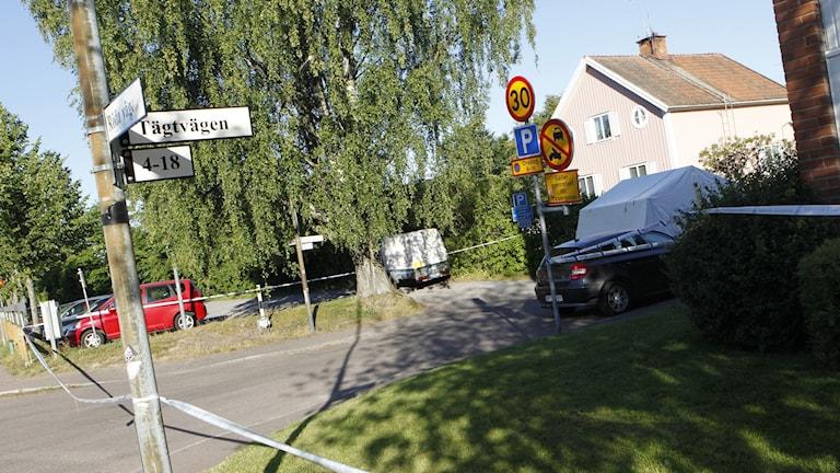 Polisen har spärrat av det område på Hagalund i Borlänge där mannen hittats död