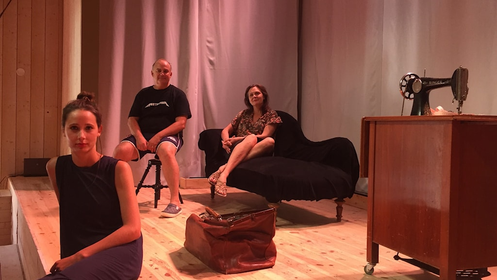 En bild på ensembeln till Coco Chanel operan i Vattnäs