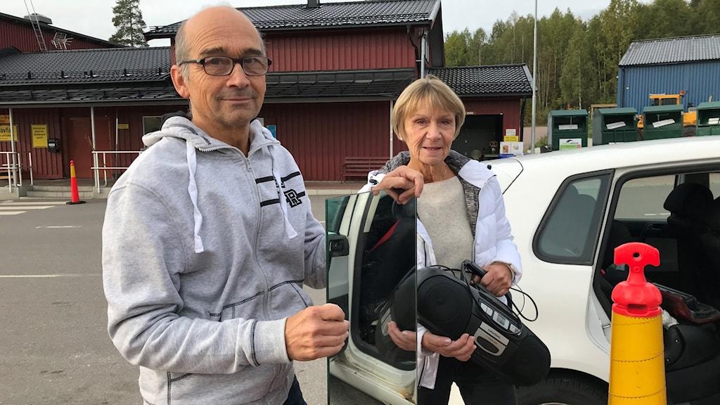 Folk på återvinningscentralen i Falun.