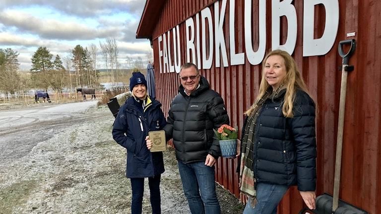Annika Tjernström, Svenska ridsportförbundet, Tomas Isaksson, klubbordförande Falu ridklubb, och Eva Bylander, Dalarnas ridsportförbund.