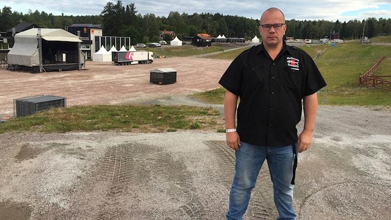 Sabaton Open Airs arrangör Krister Lindholm framför festivalområdet på Lugnet.