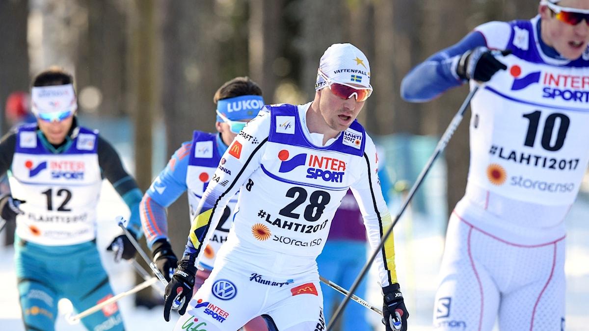 Martin Johansson åker skidor under VM-tävling.