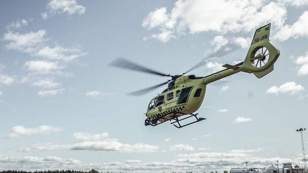 Helikopter i luften.