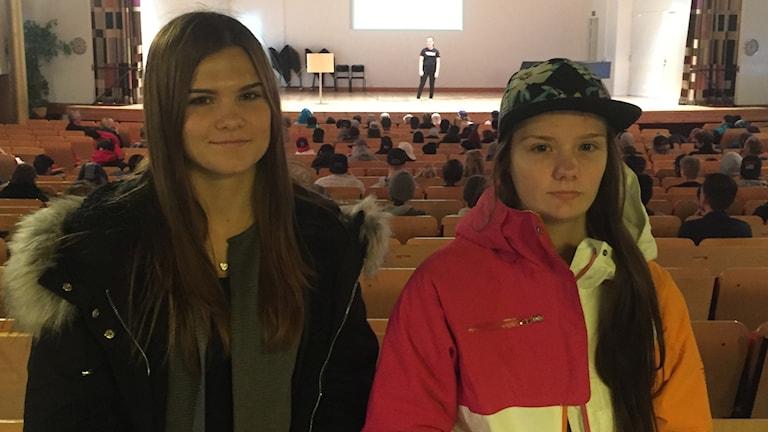 Rebecka Ivarsson och Sofia Olsson är snart färdigutbildade målare vid Hushagsgymnasiet i Borlänge