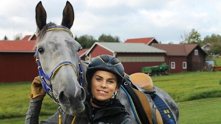 Annelie Eriksson från Bjursås med en häst