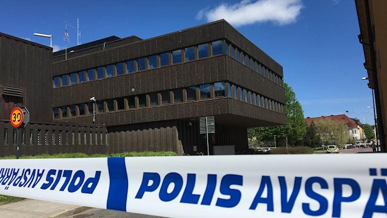 Polishuset i Falun avspärrat efter att misstänkt paket hittats utanför.