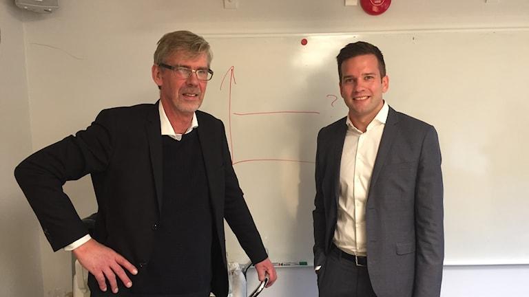 Sjukvårdsminister Gabriel Wikström (S) och landstingsrådet Gunnar Barke (S).