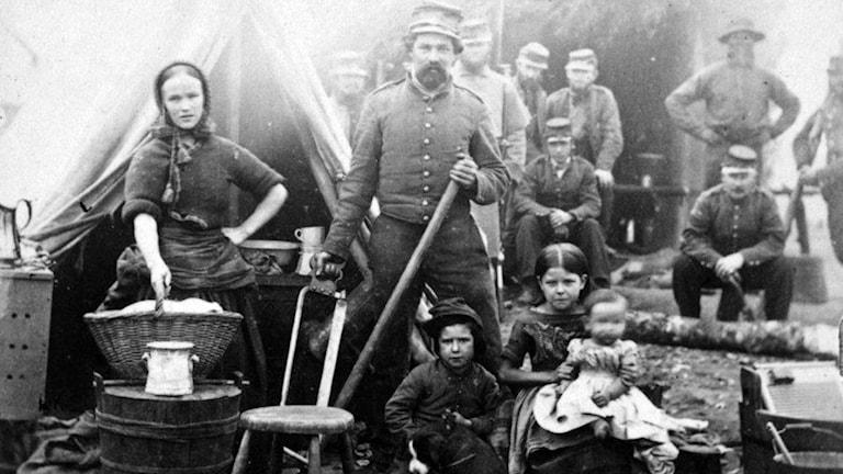 Bild ur boken kvinnor i Strid av Anna Larsdotter.  Soldatfamilj under amerikanska inbördeskriget.