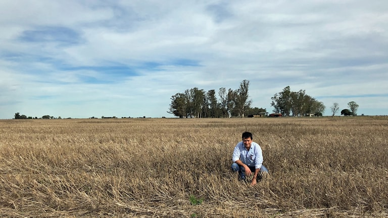 Bonden Daniel Bitti har skulder efter torkan. Han är trött på att alla lantbrukare utmålas som rika storbönder som vinner på Argentinas ekonomiska kriser.