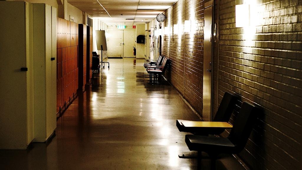 Mörk skolkorridor