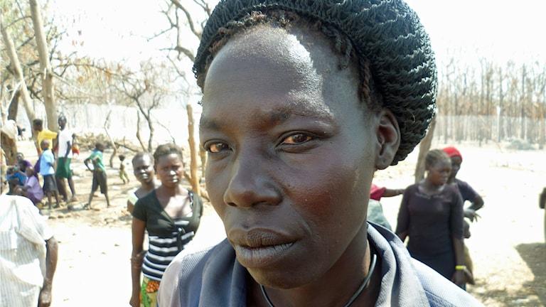 Grace tappade bort sin man och barn under flykten från Sydsudan. Hon är orolig för dem, men känner sig trygg här i Uganda.