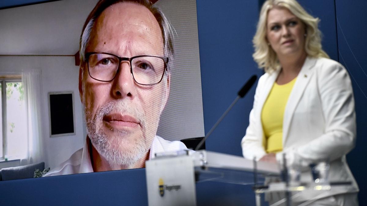 Kommissionens ordförande Mats Melin och socialminister Lena Hallengren (S).
