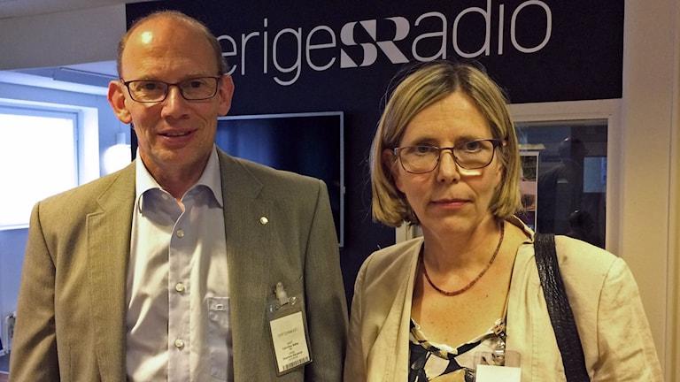 Carl-Olav Stiller, docent och överläkare i klinisk farmakologi på Karolinska Institutet i Stockholm, och Ursula Flatters, verksamhetschef på antroposofiska Vidarkliniken i Järna.