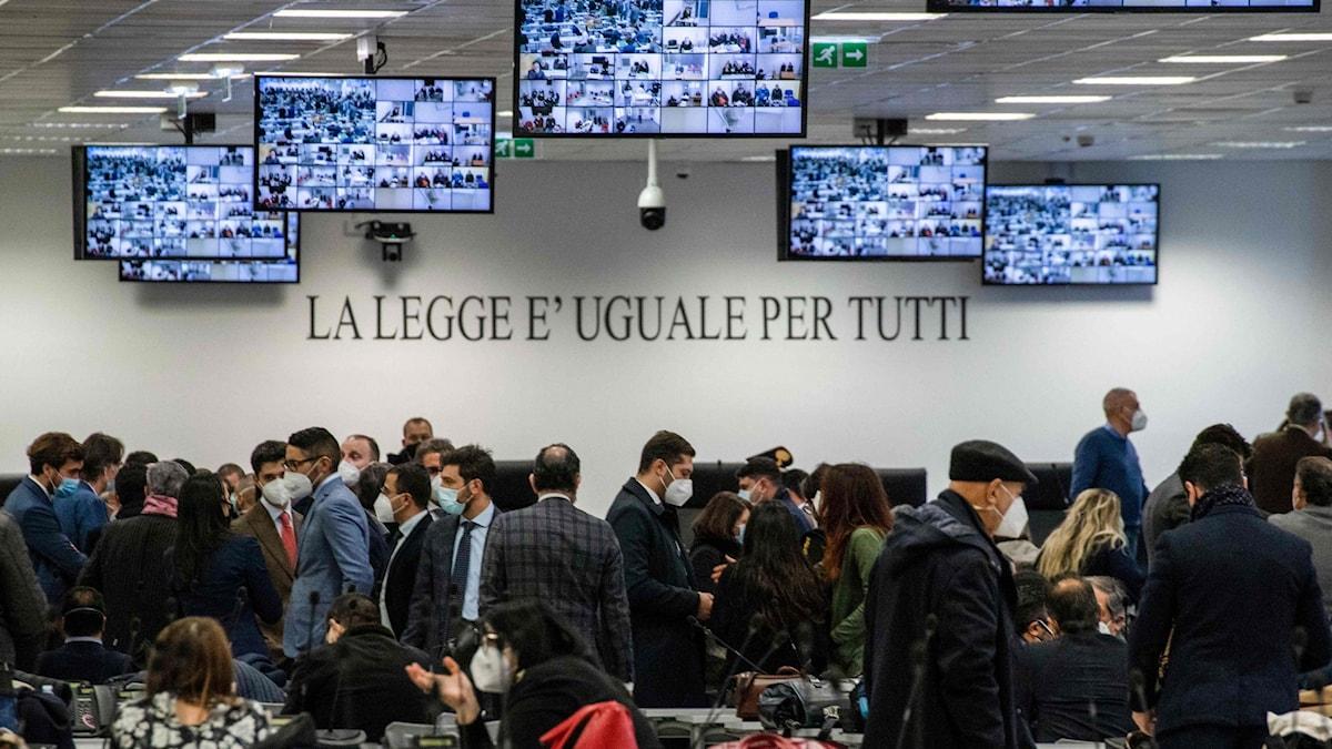 Maffiarättegång i södra Italien.