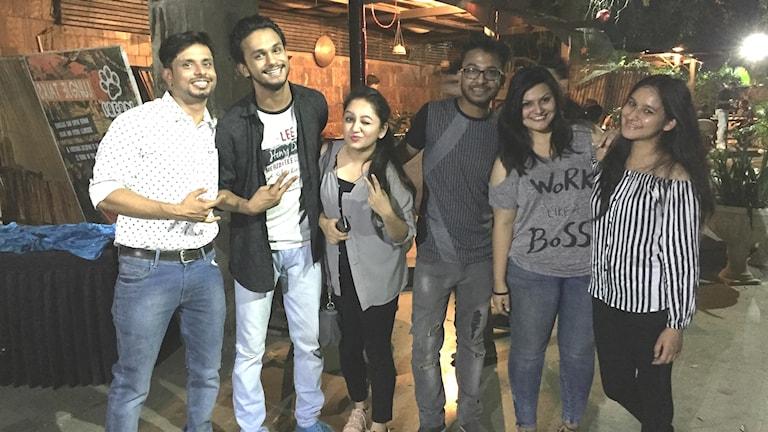 Klubbarrangören Kautiliya i Delhi med några inom hbtq-rörelsen som partar loss