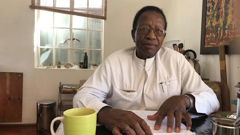 """""""Vi känner oss exkluderade, vi vill förhandla om ersättning direkt med Tyskland"""", säger Festus Muundja, talesperson för Hererofolkets traditionella styre."""