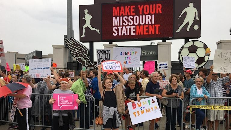Demonstrationer mot Trump när han nyligen höll kampanjmöte i staden Springfield, Missouri.