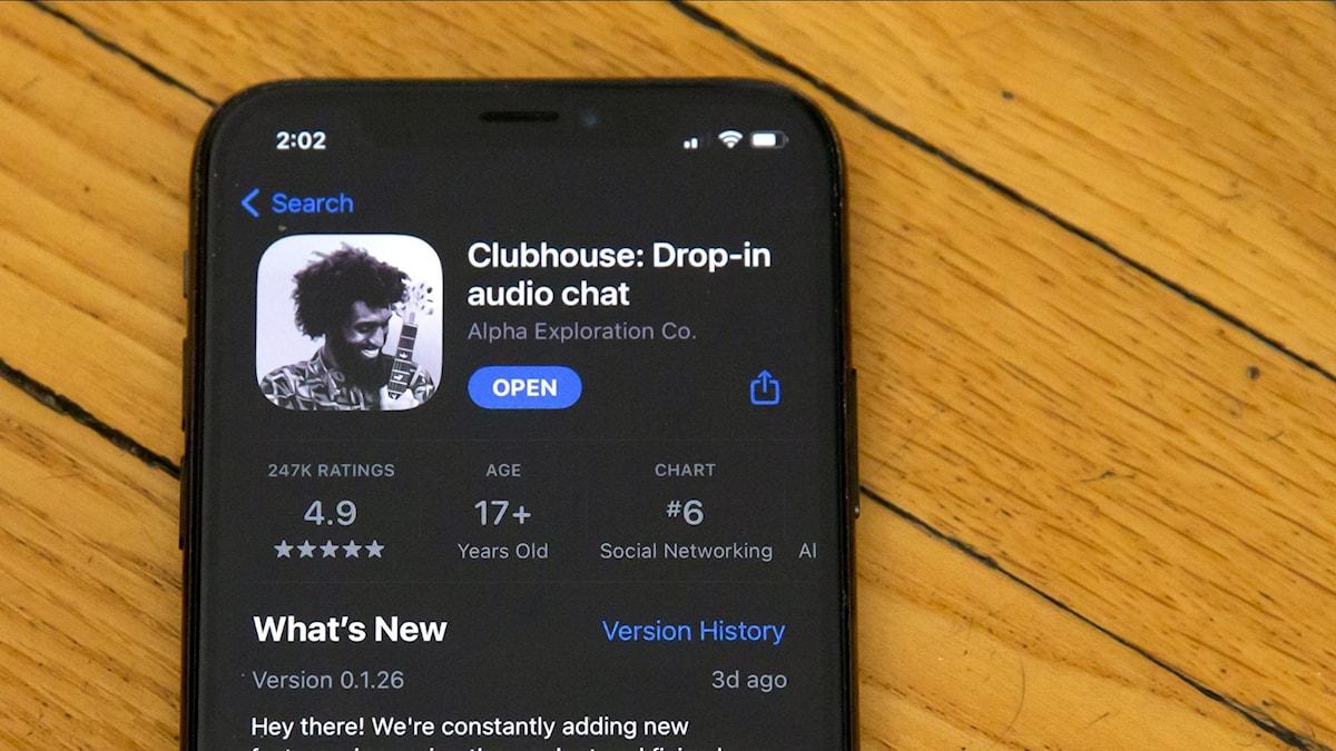 Det sociala nätverket Clubhouse växer i Europa men ifrågasätts också för sin datahantering.