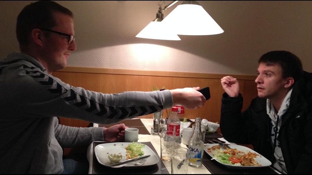 Göingepoddens grundare Marcus Svensson och hans sidekick Filip Lundstedt. Foto: Samuel Larsson/Sveriges Radio