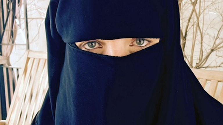 kvinna klädd i niqab Jemen
